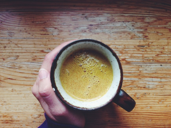 September blues: Time for some warming turmeric milk // September-Blues: Zeit für wärmende Kurkuma-Milch // by Fructopia