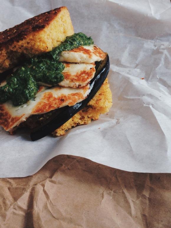 Oriental Cornbread Sandwich // Orientalisches Maisbrot-Sandwich // by Fructopia